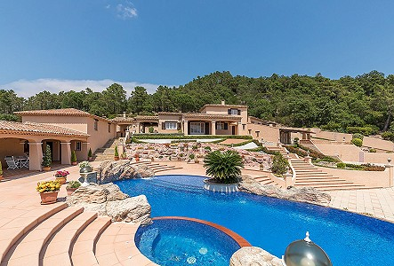 6 bedroom villa for sale, Le Muy, Var, Cote d'Azur French Riviera