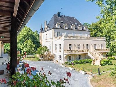 Image 2 | 46 bedroom French chateau for sale, Montignac, Dordogne, Aquitaine 201191