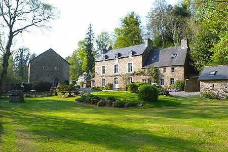29 bedroom house for sale, Plouguenast, Cote d'Armor 22, Brittany