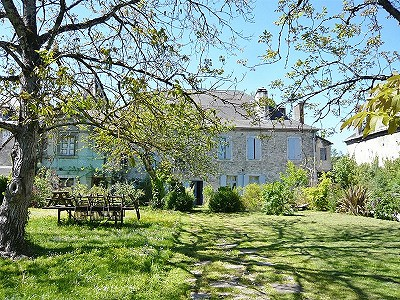Charming Maison de Maitre with 10 Bedrooms, in a Unique Setting with Excellent Fishing Opportunities