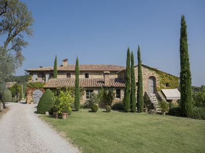 Beautiful Organic Winery in Tuscany for sale with Pool