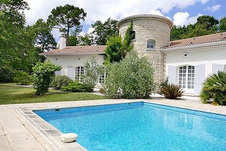 8 bedroom house for sale, Breuillet, Charente-Maritime, Poitou-Charentes