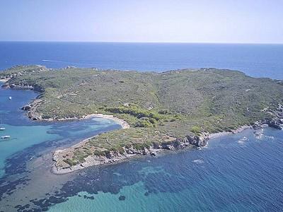 Island for sale with a 3 bedroom villa, located in Menorca