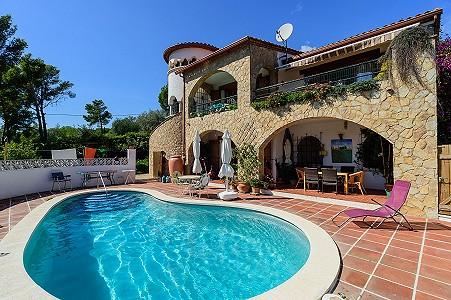 3 bedroom villa for sale, St Feliu De Guixols, Girona Costa Brava, Catalonia