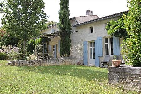 5 bedroom farmhouse for sale, Saintes, Charente-Maritime, Poitou-Charentes