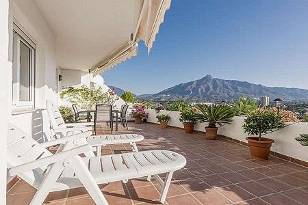 3 bedroom apartment for sale, Nueva Andalucia, Malaga Costa del Sol, Andalucia