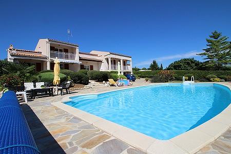 6 bedroom house for sale, Saintes, Charente-Maritime, Poitou-Charentes
