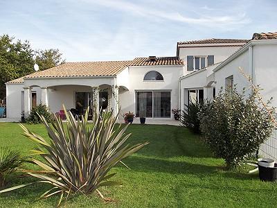 5 bedroom villa for sale, CHAILLEVETTE, Charente-Maritime, Poitou-Charentes
