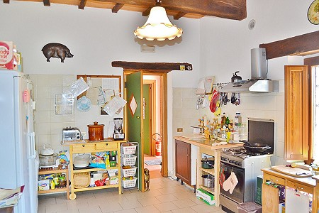 Image 8   8 bedroom farmhouse for sale with 1 hectares of land, Citta della Pieve, Perugia, Umbria 204446