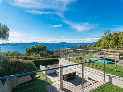 Image 2   5 bedroom villa for sale with 0.29 hectares of land, Sainte Maxime, French Riviera 204994