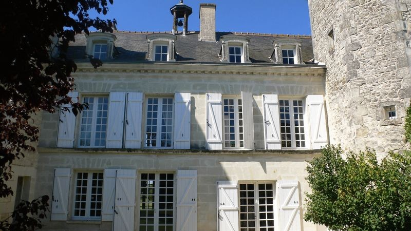 French chateau france poitiers 193701 prestige for Vienne poitiers