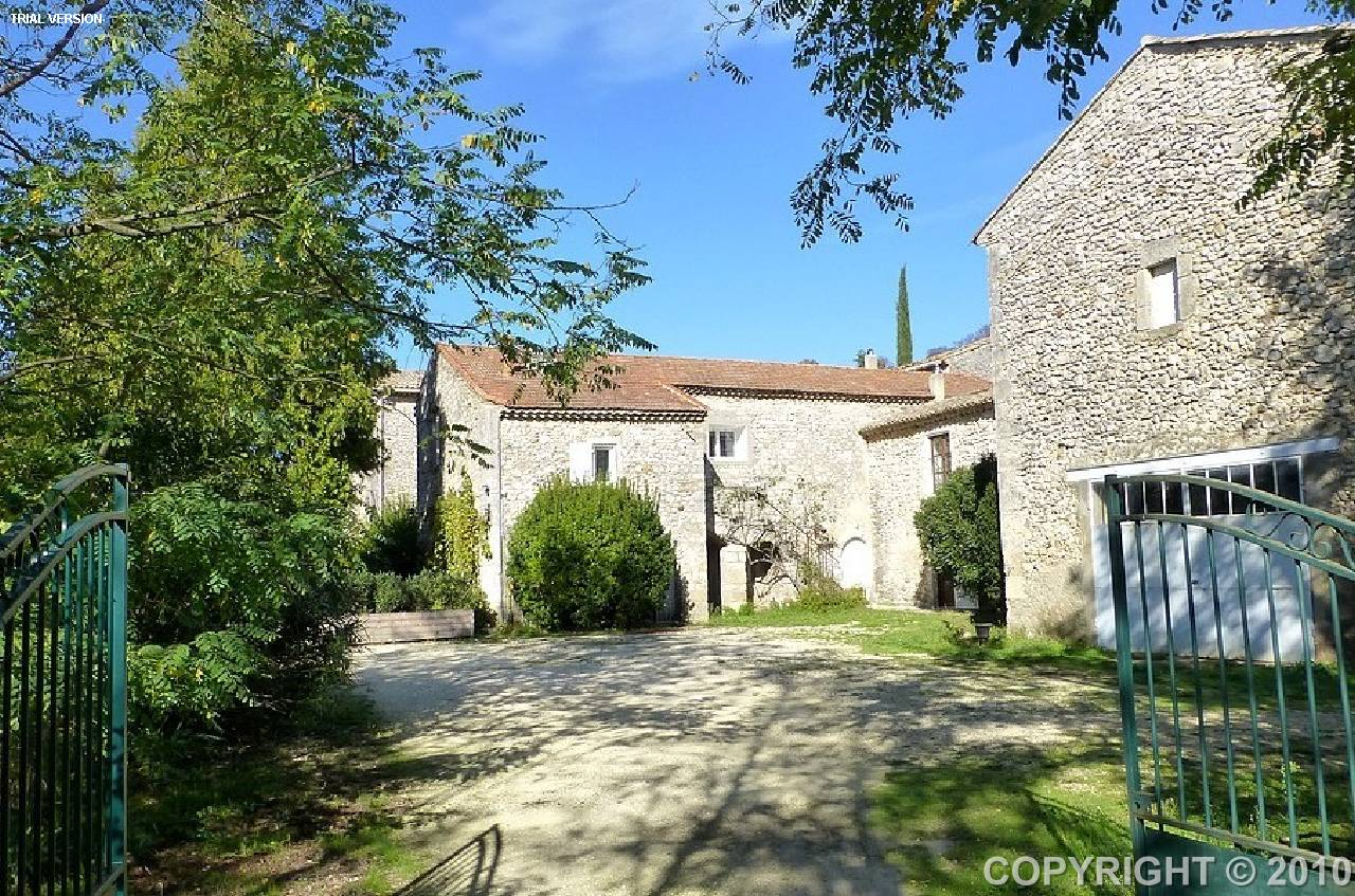 Renovated rentable 14 bedroom house uzes countryside view for Garage uzes gard