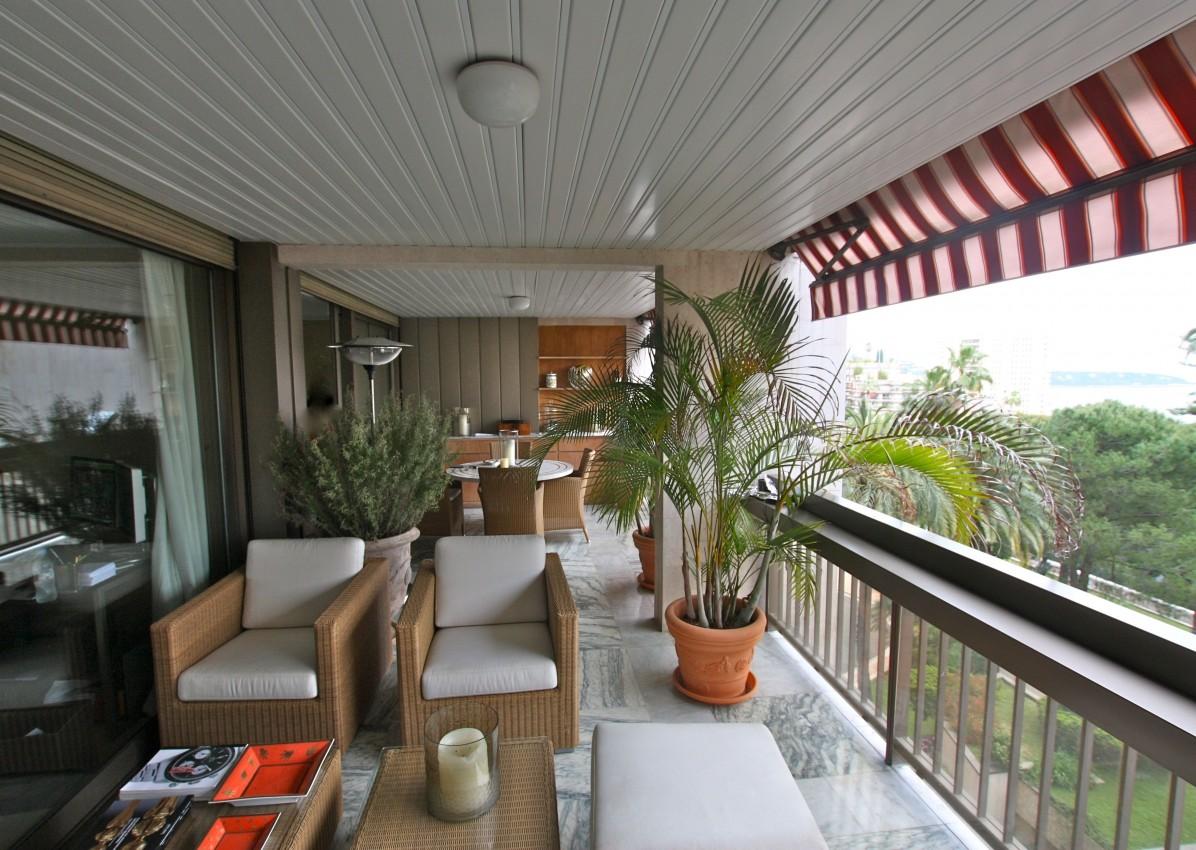 apartment monaco park palace def 195377 prestige. Black Bedroom Furniture Sets. Home Design Ideas