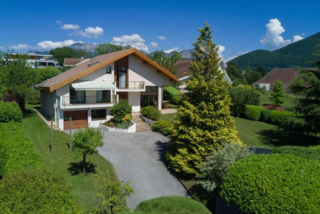 House annecy le vieux france 206807 prestige for Garage annecy le vieux