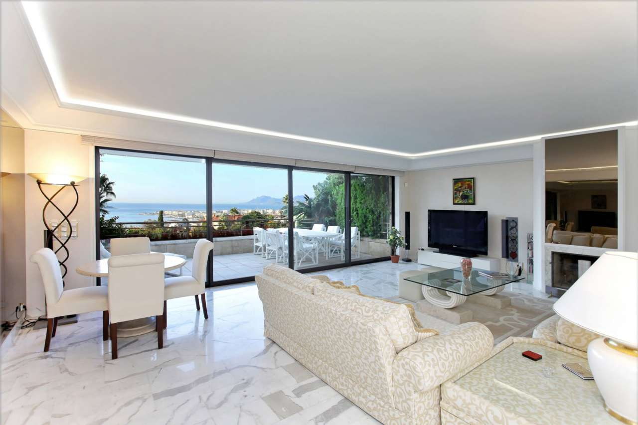 Apartment france cannes 207383 prestige property group for Living room 10m2