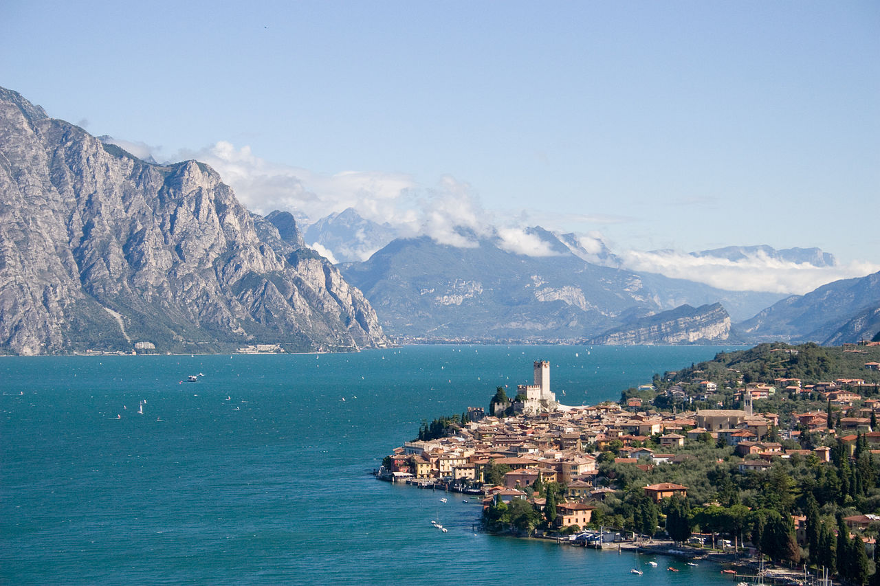 ALT: Beautiful Lake Garda in Italy