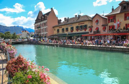 Restaurants overlooking Lake Annecy, France