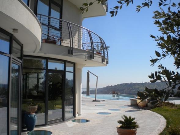 Six bedroom villa for sale in Abruzzo, Italy.