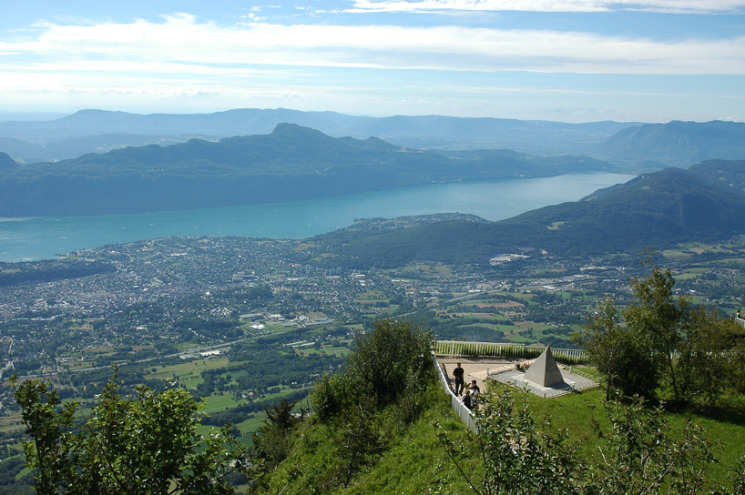 Views of the lake and mountains in Aix-les-Bains.