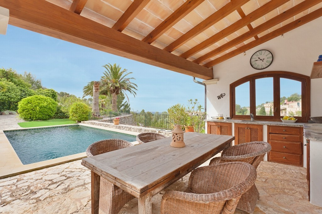 Mallorcan fince with separate guest apartment holiday letting.
